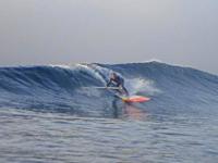 パドルで漕ぐことも出来るので 波に乗りやすい。